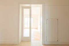 Tomt rum från korridorsikt fotografering för bildbyråer