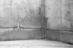 Tomt rum, gråa stenväggar och golv Arkivfoto