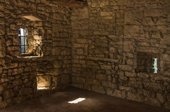 Tomt rum i övergiven slott Arkivfoto
