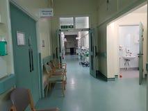 tomt sjukhus för korridor Arkivbilder