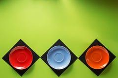 Tomt tefat på abstrakt färgrikt Fotografering för Bildbyråer