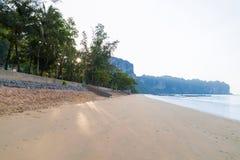 Tomt tropiskt hav för destination för semester för hav för strandsjösidasikt Arkivfoto