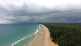 Tomt tropiskt strandlandskap i Phuket arkivfilmer