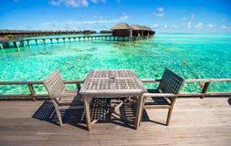 Tomt utomhus- kafé för sommar på den exotiska ön i det indiska havet Fotografering för Bildbyråer