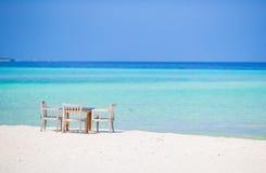 Tomt utomhus- kafé för sommar på den exotiska ön i det indiska havet Royaltyfri Bild