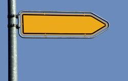 tomt vägmärke för pil arkivbild