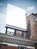 Tomt vertikalt affischtavlaanseende på den klassiska byggnaden royaltyfri fotografi