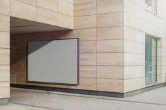 Tomt vitt horisontalbaner på den ljusa moderna byggnadsväggen, tolkning 3d royaltyfri foto