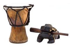Tomtom di legno e rana isolati Fotografie Stock Libere da Diritti