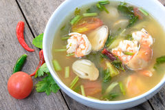 Suppe Toms Yum Goong mit Garnele, thailändische Lieblingsnahrung Lizenzfreies Stockbild