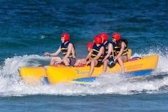 tonår för bananfartygritt fotografering för bildbyråer