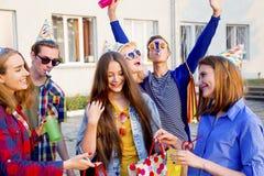 Tonår som har ett parti royaltyfri bild