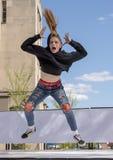 Tonårig dans för flickahöftflygtur i Saint Louis för nationell dansvecka Arkivbild