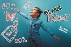 Tonårig försäljning för flickaBlack Friday rabatt som shoppar henne Fotografering för Bildbyråer
