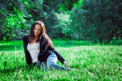 Tonårig flicka för brunett Royaltyfria Bilder