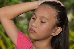 Tonårig flicka för stressad härlig minoritet royaltyfri bild