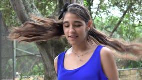 Tonårig flicka som dansar HipHop stock video