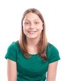 Tonårig flicka som gör roliga framsidor på vit bakgrund Arkivbild