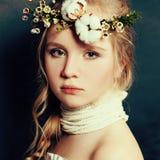 Tonårig flickamodestående royaltyfria bilder