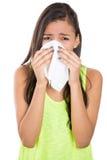 Tonårig kvinna med allergi eller förkylning Arkivfoto