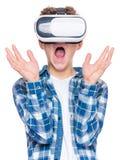 Tonårig pojke i VR-exponeringsglas Royaltyfri Foto