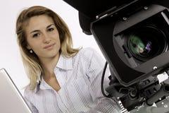 Tonårig reporterEditing Her Video längd i fot räknat Arkivbild