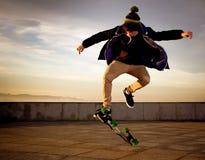 Tonårig skateboarder Fotografering för Bildbyråer