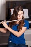 Tonårig spela flöjt Royaltyfri Fotografi