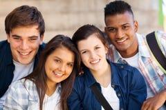 Tonåriga studenter för grupp arkivbild