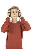 Tonårigt lyssna till musik i hörlurar Royaltyfri Bild