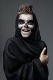 Tonårigt med makeupskallevisning tummar upp Royaltyfri Fotografi