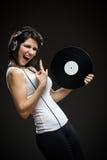 Tonåring med hörlurar och rekord i händer Arkivfoton