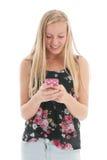 Tonåring med smartphonen Arkivfoto