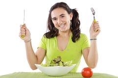 tonåring som äter sallad royaltyfri bild
