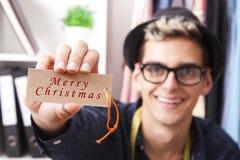 Tonåring som önskar alla glad jul Arkivfoton