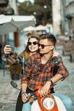 Tonåringar gör Selfie Royaltyfri Foto