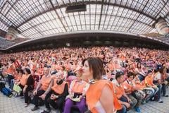 50 000 tonåringar tar delen i en religiös ceremoni på San Siro stadion i Milan, Italien Fotografering för Bildbyråer