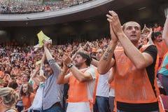 50 000 tonåringar tar delen i en religiös ceremoni på San Siro stadion i Milan, Italien Royaltyfri Fotografi