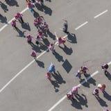 50 000 tonåringar tar delen i en religiös ceremoni på San Siro stadion i Milan, Italien Arkivfoto