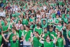 50 000 tonåringar tar delen i en religiös ceremoni på San Siro stadion i Milan, Italien Royaltyfria Foton