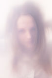 Tonåringflickan i en dimma Fotografering för Bildbyråer