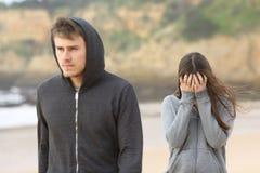 Tonåringpar som bryter upp Fotografering för Bildbyråer
