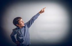Tonåringpojke av 10 år européutseende Royaltyfri Foto