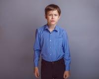 Tonåringpojke av 10 år européutseende Royaltyfria Bilder