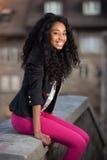 tonårs- barn för afrikansk amerikanflicka Arkivfoton