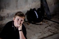 tonårs- barn för pojkestående Royaltyfri Fotografi