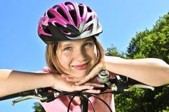 tonårs- cykelflicka Arkivbilder
