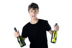Tonårs- festa med två flaskor av vin Royaltyfria Bilder