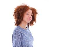 Tonårs- flicka för ung afrikansk amerikan som isoleras på vit bakgrund Arkivbild