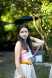 Tonårs- flicka i bohostil arkivbild